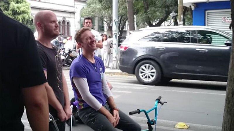 Este fin de semana la banda británica tomó como escenario las calles de la colonia Roma en la Ciudad de México para grabar parte de su nuevo video y sencillo Up&Up.