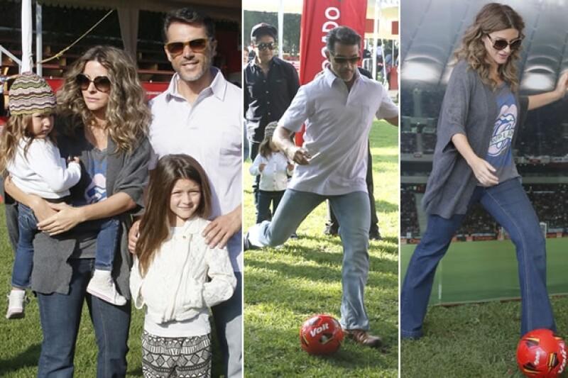 La actriz asistió con su esposo, Sergio Mayer, y sus hijas Antonia y Victoria al evento `El Rey del Balón´, donde pasaron un día muy divertido.