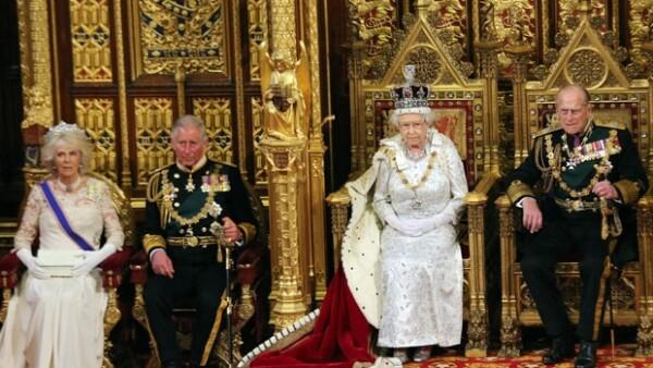 La semana pasada se anunció que el príncipe sustituirá a la reina en un evento de la Commonwealth, además él y su esposa fueron invitados por la reina para asistir a su discurso anual en Westminster.