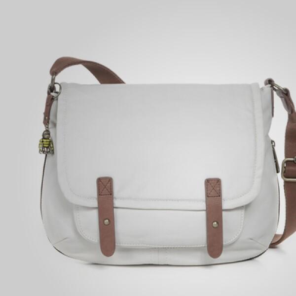 Un estilo juvenil en esta pequeña bolsa de piel en tonos blanco y café.