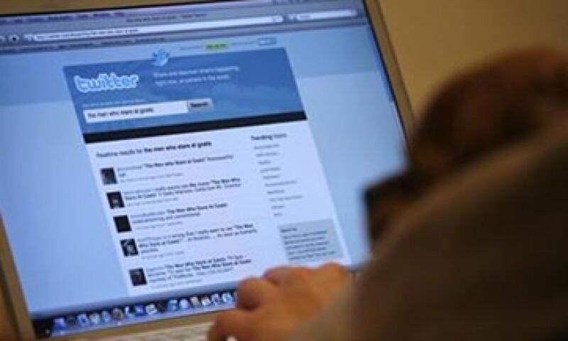 En el reporte, se promueve la creación de programas para la entrega de computadoras básicas y programas de alfabetización en Internet en AL. (Foto: Reuters)