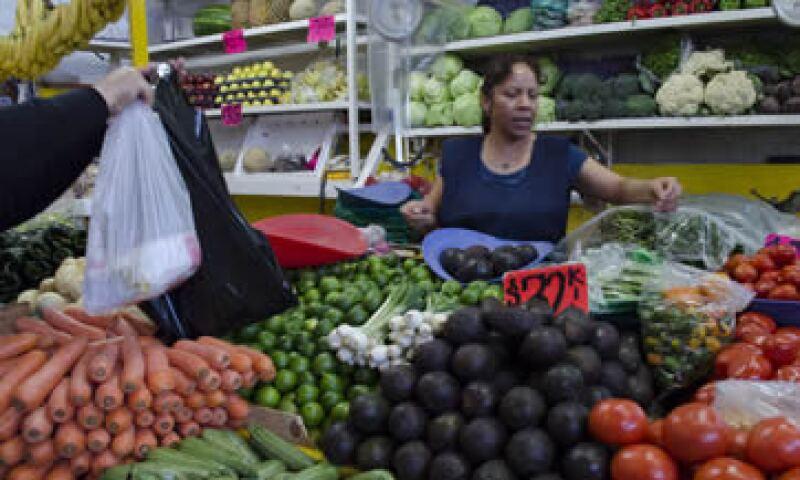 Los precios al consumidor avanzaron 4.34% en la segunda quincena de enero. (Foto: Cuartoscuro)