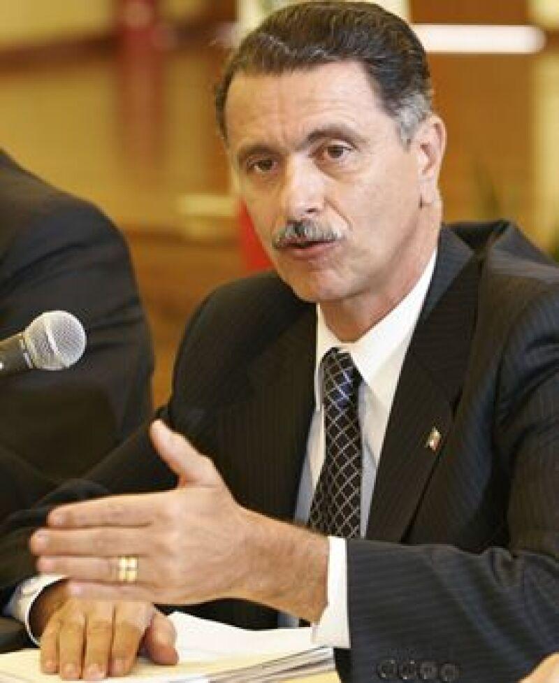 El ex secretario de Gobernación negó haber perdido la batalla contra el cáncer, como se había manejado.