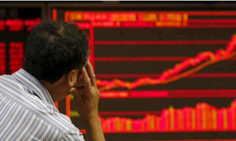 Especialistas precisan que el mercado está distorsionado porque más de la mitad de las emisoras detuvieron operaciones. (Foto: Reuters )