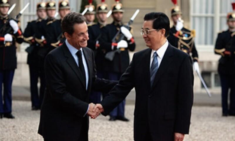 El Gobierno de Hu Jintao podría preferir seguir invirtiendo en deuda estadounidense que en la europea. (Foto: Cortesía CNNMoney)