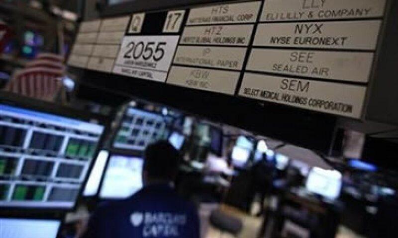 Los bonos a 10 y 30 años en Estados Unidos se fortalecen en medio de un ambiente de incertidumbre. (Foto: Reuters)
