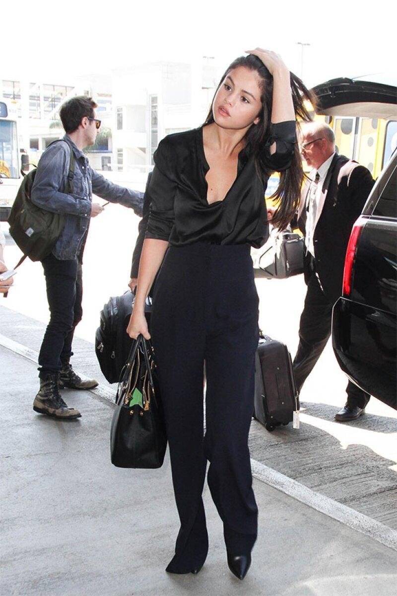 Parece que los outfits reveladores se han convertido en favoritos de la cantante, pues desde hace días la hemos visto más showy que nunca.