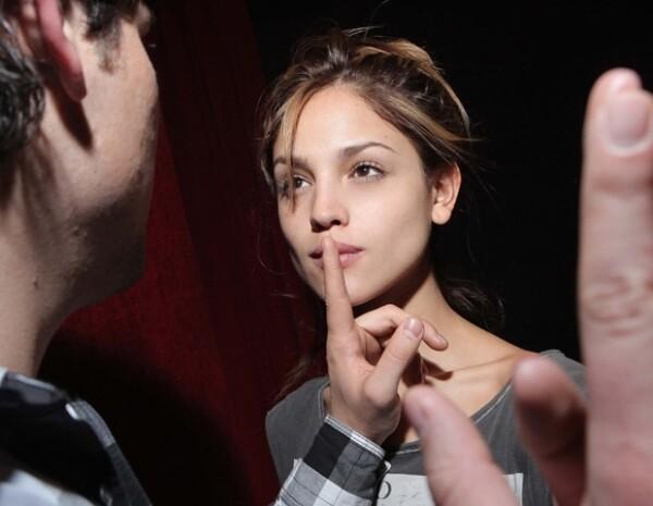 """Eiza González estrenará este mes la obra de teatro """"I Love Romeo y Julieta"""", donde compartirá créditos con Alan Estrada."""