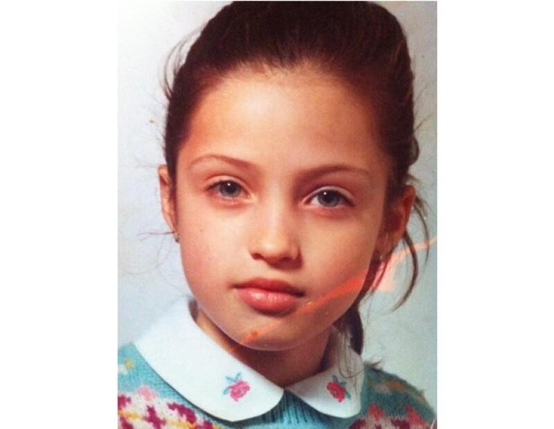 Para celebrar el cumpleaños 28 de la periodista, el futbolista posteó en una red social una fotografía de ella cuando era pequeña.