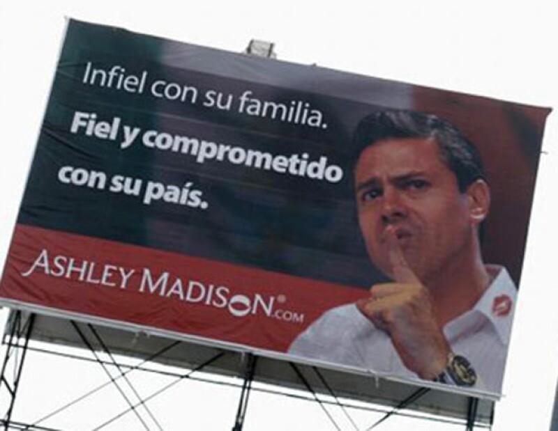 Desde hace varios días en la Ciudad de México hay unos espectaculares de un portal de Internet que promueve la infidelidad y usaron la imagen del candidato.