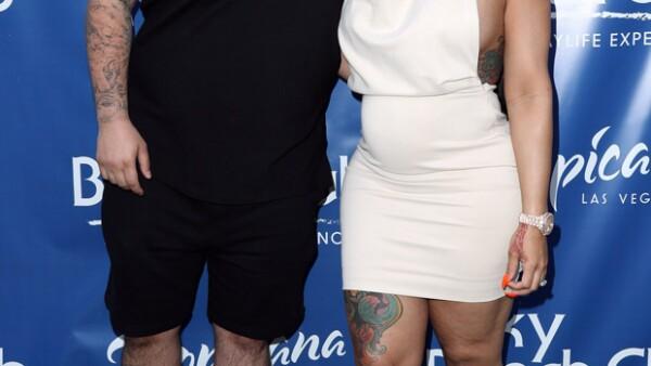 El papá de Blac Chyna, Eric Holland, ha confirmado que los dos enamorados están esperando un niño.