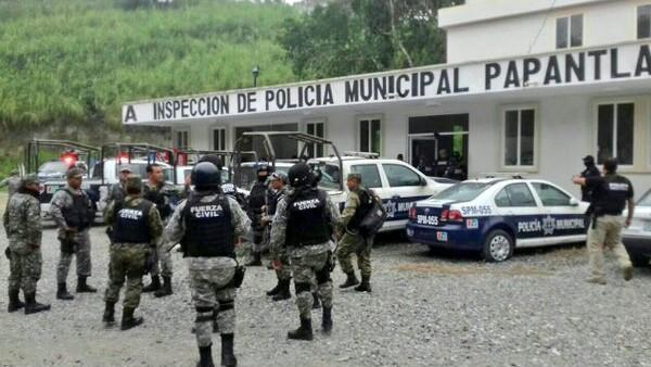 Papantal_policias_detenidos-2.jpg