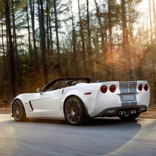 Los inicios de Corvette se remontan a 1953, cuando el jefe del departamento de diseño de GM, Harley Earl, presentó durante el autoshow Motorama de General Motors en Nueva York un concepto de auto deportivo de dos plazas.