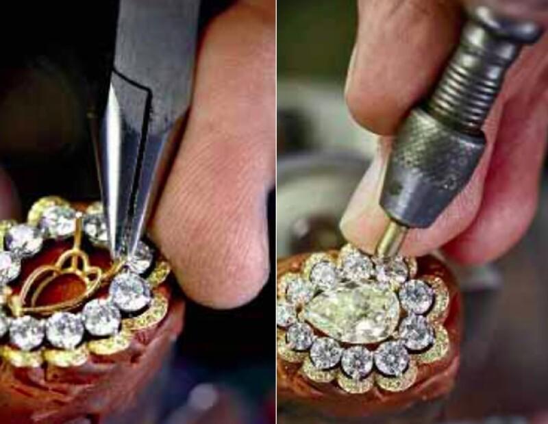 Las piezas se montan individualmente a mano y el diamante amarillo corte pera se monta en el centro.
