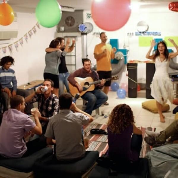una mujer israeli celebra su cumpleaños 40