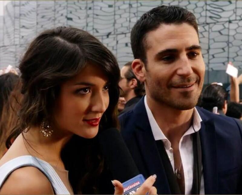 Eréndira Ibarra en una de las escenas de Sense8, junto a Miguel Ángel Silvestre.