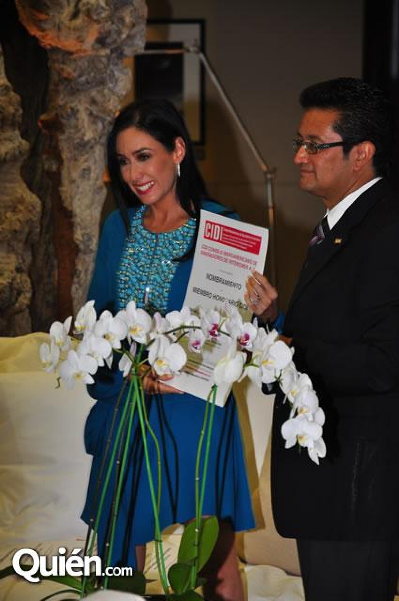 María Laura Medina de Salinas Pliego,Juan Dolores.