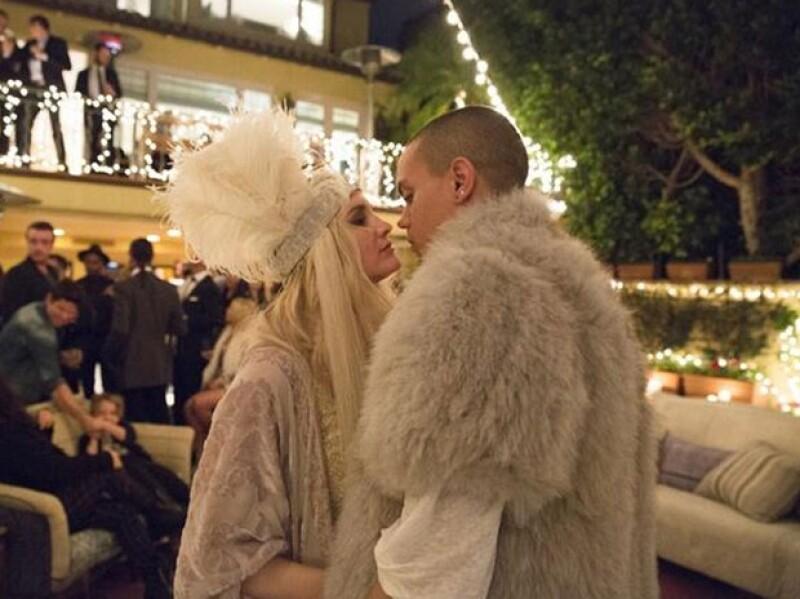 """Ayer la cantante de 29 años junto a un grupo de amigos se reunieron para anunciar su próxima boda con Evan Ross. La joven y su futuro esposo usaron atuendos muy al estilo """"Gatsby""""."""