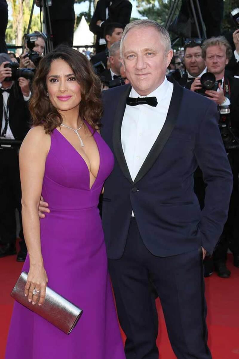 Salma y su esposo se mostraron románticos durante el evento.