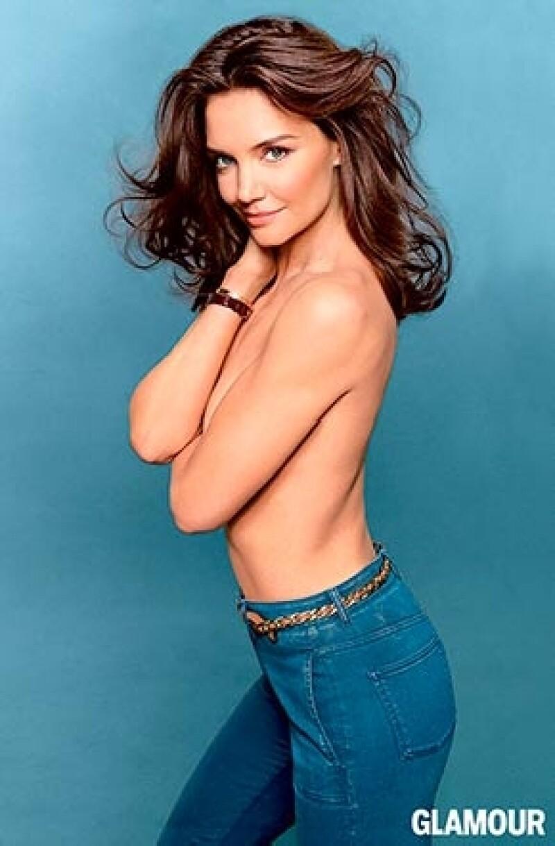 La ex esposa de Tom Cruise posó topless para una publicación de moda, a la que también reveló que en este momento no piensa en el amor, únicamente en la maternidad y el trabajo.