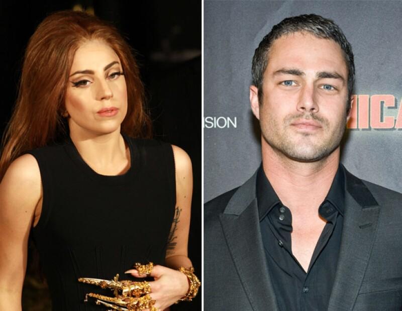 El novio de la cantante Taylor Kinney aseguró que su pareja tiene el mismo carácter que su mamá, hecho que le llamó la atención.