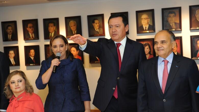 Miguel Ángel Osorio Chong (centro)