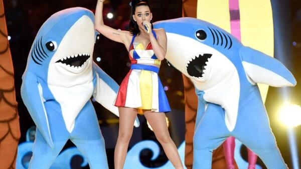 Tal parece que a la cantante no le gustó que alguien comercializara con el ahora famoso tiburón, por lo que decidió tomar medidas al respecto.