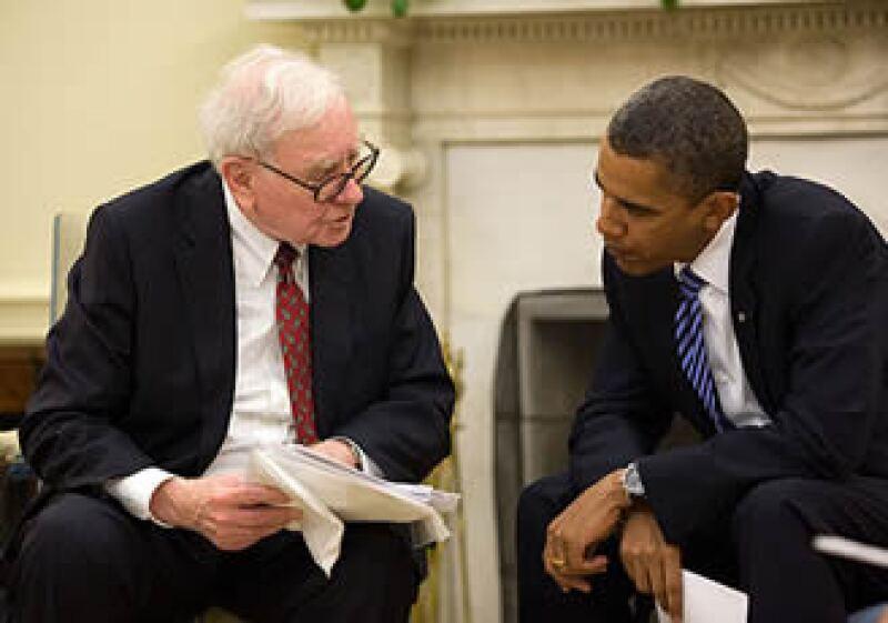 Buffett (izq.), se reunió en la Oficina Oval para discutir su iniciativa de la Promesa de Dar. (Foto: Fortune)
