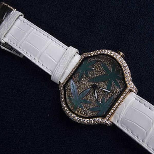 Este reloj con hojas de mariguana está entre otros Bling Bling, de Jacob and Co, el joyero de los raperos de EU. Son piezas llenas de diamantes y otras piedras preciosas.