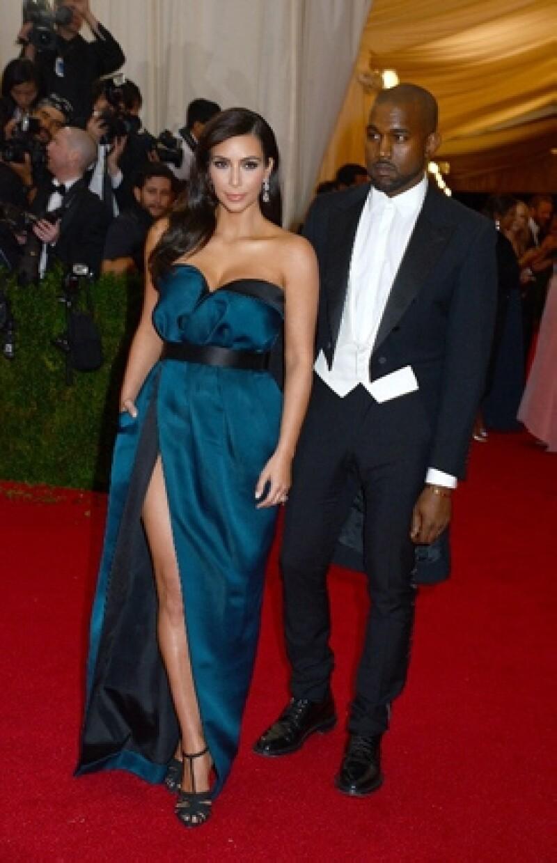 No se sabe qué marca usará para su gran día con Kanye West que ocurrirá al 24 mayo, pero se dice que podría ser Balmain.