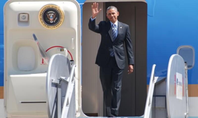 El presidente Barack Obama arribó este miércoles al aeropuerto de Toluca, donde fue recibido por el canciller José Antonio Meade. (Foto: Notimex)