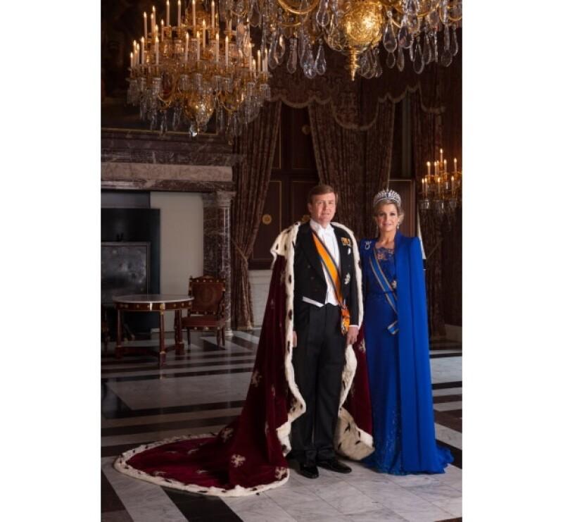 Un hombre fue detenido por enviar un mensaje amenazando a miembros de la familia real holandesa antes de la investidura del ahora rey Guillermo Alejandro.