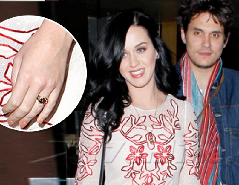 Se dice que la californiana pudo haber recibido la propuesta de matrimonio de su novio John Mayer el pasado San Valentín, luego de que la captaran con un hermoso anillo de rubí.