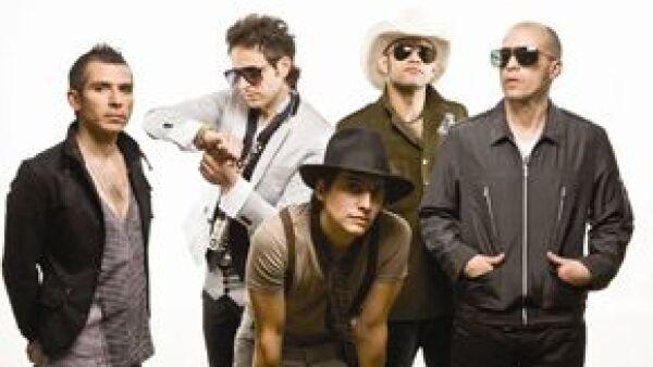 El grupo, acompañado por La Maldita Vecindad, presentó a los ganadores del Rockampenato Telcel 2009, cuya gira por la República Mexicana inició este jueves.