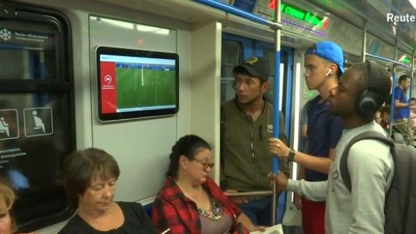 El-Mundial-llega-al-metro-Moscú-REUTERS
