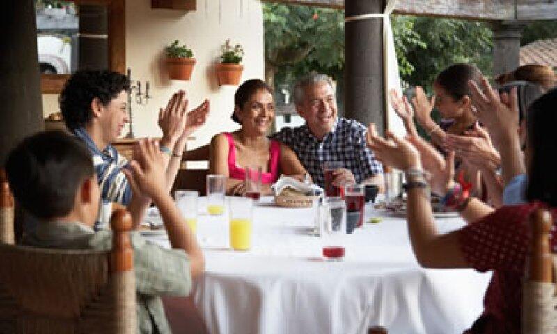 Los mexicanos indican que la vida familiar es uno de los aspectos que les da más satisfacción, según el INEGI. (Foto: Getty Images)