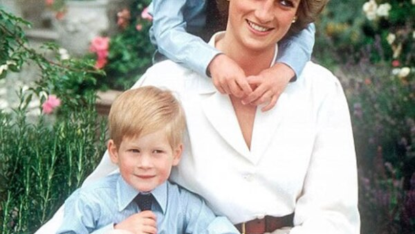 El duque de Cambridge se sincera sobre lo mucho que le pesa la ausencia de su madre, Diana de Gales, casi dos décadas después de su trágico fallecimiento.