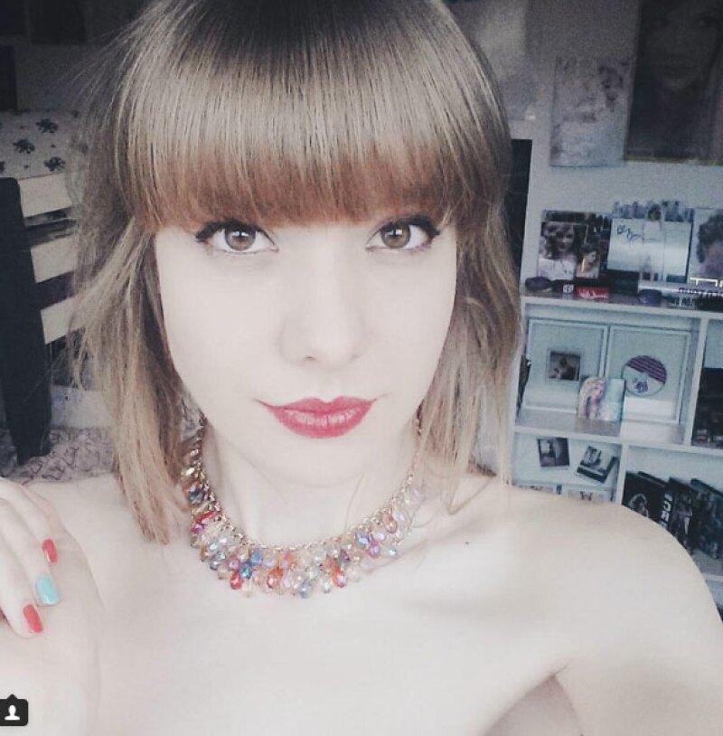 Esta fan de 18 años, originaria de Los Países Bajos, copia a la perfección cada outfit de la cantante y tiene su cuarto tapizado con posters, recuerdos y más.