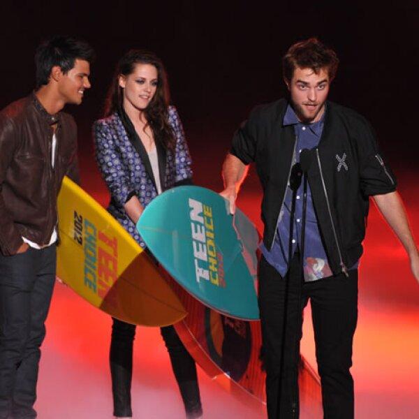 De hecho, cuando recibieron el premio, ambos estaban tomados de las manos.