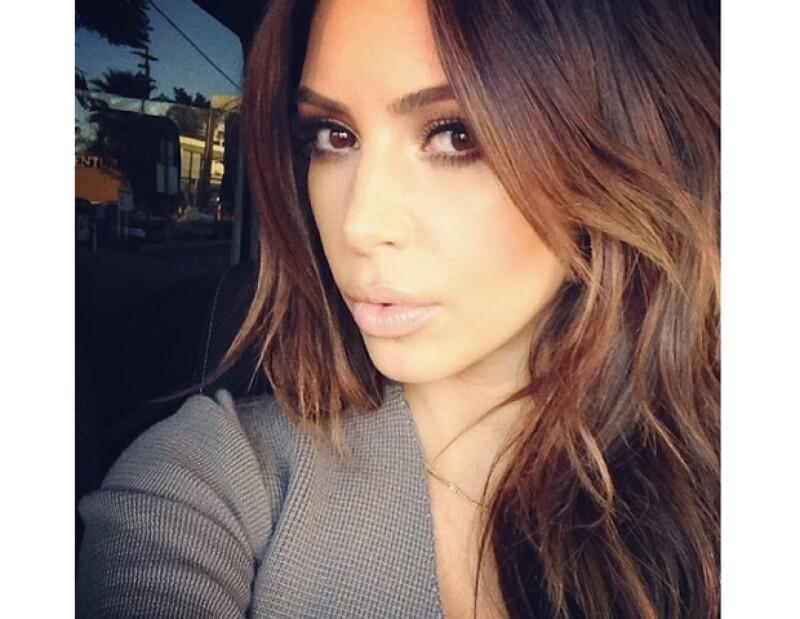 Este fin de semana, Kim mostró en Instagram que regresó a su tono original de pelo.