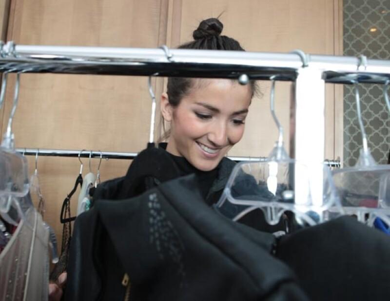 Como cualquier mujer, Eréndira disfrutó buscar en los racks varios vestidos.