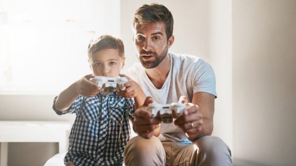Videojuegos - padres e hijos - padres e hijos juegan videojuegos