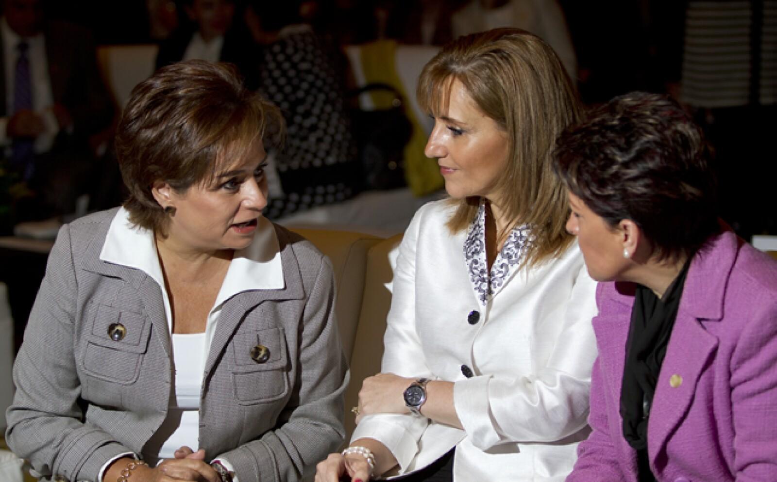 Al evento también asistieron la canciller Patricia Espinosa (izq.) y la secretaria de turismo, Gloria Guevara (centro).