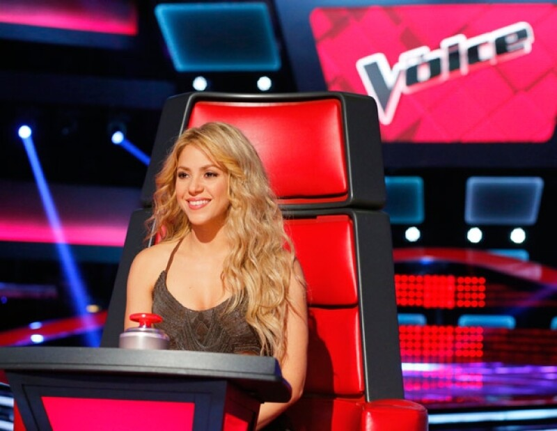"""Shakira está promocionando su nuevo sencillo """"Can´t Remember to Forget You"""" y a la vez, está en el show """"The Voice"""" como coach."""