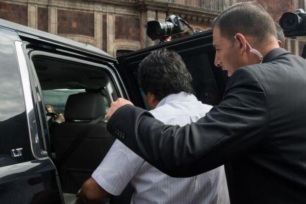 Guardia a cargo de Evo Morales 3.jpg