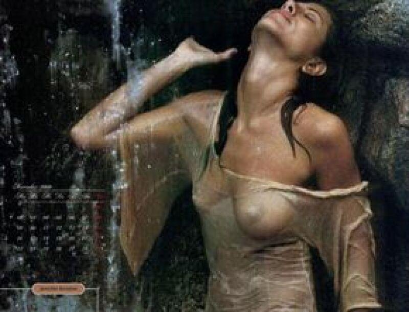 Para el próximo año, los admiradores de la protagonista de Friends podrán disfrutar de 12 meses de imágenes de la actriz en poses muy sensuales.