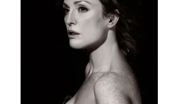 La actriz deja claro que a sus 50 años recién cumplidos una mujer puede seguir siendo un ícono sexual, este año lo demostró tanto en la campaña para Bvlgari como en el Calendario Pirelli 2011.