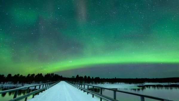 Con una probabilidad de éxito de al menos el 90%, el puente Paatsjoki ofrece vistas sin precedentes de auroras boreales. No hay mucho más que decir.
