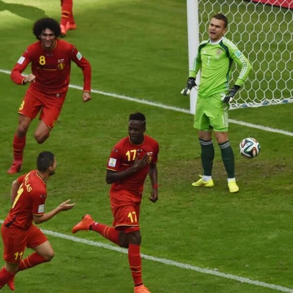 De 19 años, Divock Origi supo culminar una jugada del conjunto belga y amarrar los octavos de final para el cuadro europeo