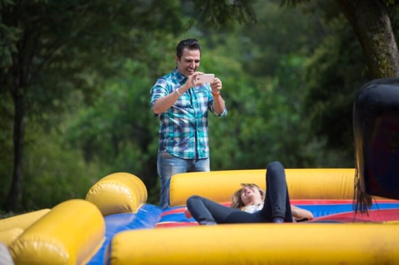 Billy captó el momento en que su novia caía rendida ante los movimientos del torito.